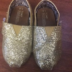 Toms toddler girl size 6 gold sparkle shoes